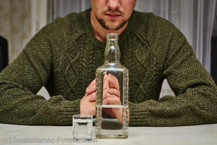 中毒 震え アルコール アルコール依存症かもしれない、8つのの兆候と対処法 ELLE gourmet