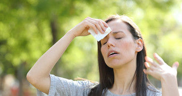 熱中症の初期対応のポイントを押さえよう:あくび、頭痛、足がつるなどの疑わしい症状が出た時の対策の写真