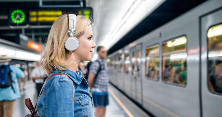 イヤホンやヘッドフォンの使いすぎで難聴になるって本当?の写真