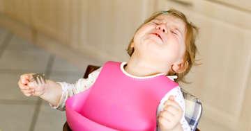 お薬がイヤイヤ!子どもに上手に粉薬を飲ませる方法とは?の写真