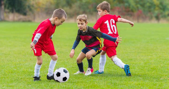 サッカーで膵臓損傷したバーレーンの7歳男子、手術なしで治癒の写真