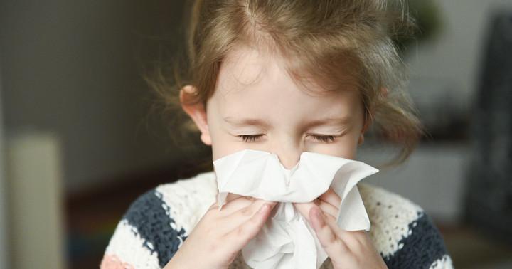 子どもの「風邪症状」にどう対応する?インフルエンザや新型コロナ感染症との違い&適切な予防法とはの写真