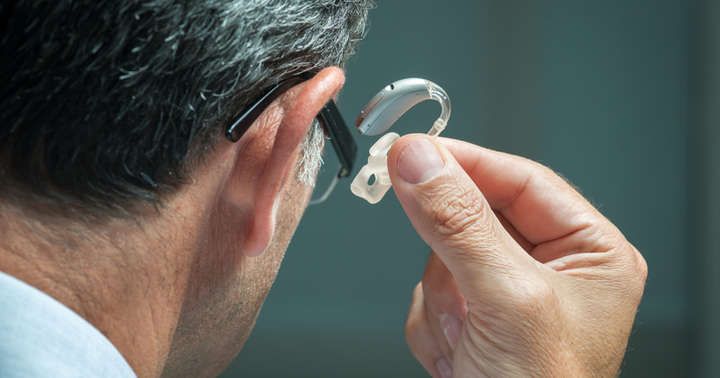 そろそろ補聴器が必要かもしれないと思ったら:耳鼻科を受診すべき理由と行われる検査についての写真