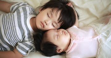 おねしょはしつけの問題? おむつはしない方がいい?:夜尿症の原因と家庭でできる対策についての写真