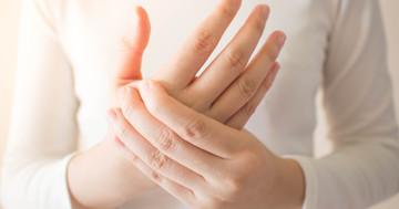 長引く手指のしびれの原因は手根管症候群に要注意の写真