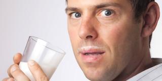 牛乳をたくさん飲む人は、骨折や死亡のリスクが大きかったの写真