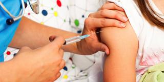 ワクチンを続けて打つときは「違う場所に打て」!?