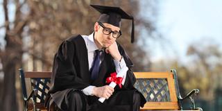 学歴、収入、年齢、就業状態とメンタルヘルスの関係は?の写真