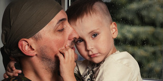 戦争から帰ってきた人の子どもには、虐待による受診が増えるの写真