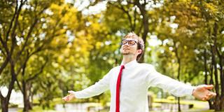 1時間に2分、座っている時間を軽い運動に変えると、死亡リスクに変化が!?の写真