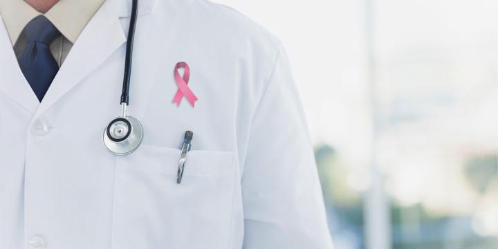男性の乳がんと性ホルモンの関係の写真