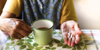 薬をお茶で飲むのは何がまずい??の写真