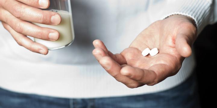 薬を牛乳で飲むのは本当にダメ?の写真
