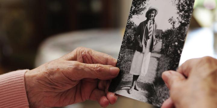 アルツハイマー型認知症の典型的な症状「物忘れ」と「エピソード記憶の障害」についての写真