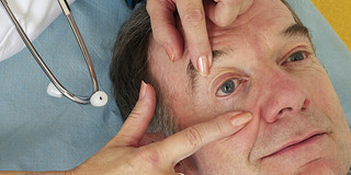 白内障の手術、簡単な設備でも安全の写真