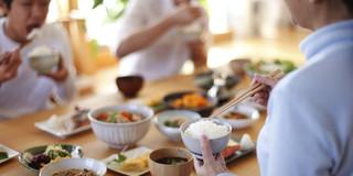 家族揃って食事をするほうが子どもの肥満が少ない?の写真