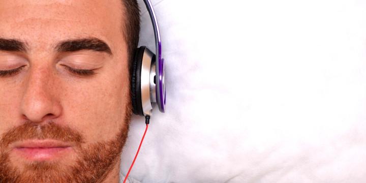 意識障害の人が好きな音楽を聞くと、呼びかけに脳が応えたの写真