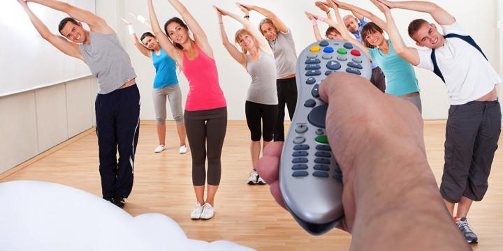 脳卒中のあと手を動かす訓練、ビデオを見ると効果アップの写真