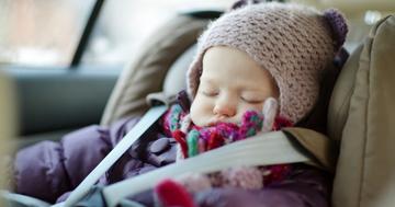 子どもを寝かせる道具としてチャイルドシートを利用するのは危険の写真