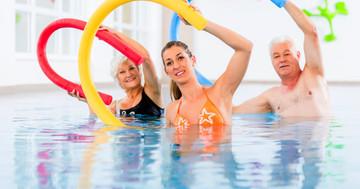アクアエクササイズは強直性脊椎炎の腰痛の改善に有効 の写真 (C) Kzenon - Fotolia.com