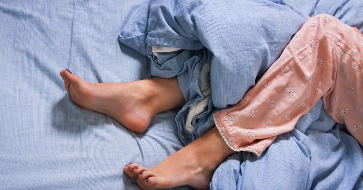 むずむず脚症候群の症状が脳への磁気刺激で改善? の写真