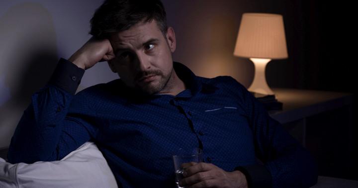 アルコール依存症で不眠の症状があるとほかの問題も重い傾向の写真