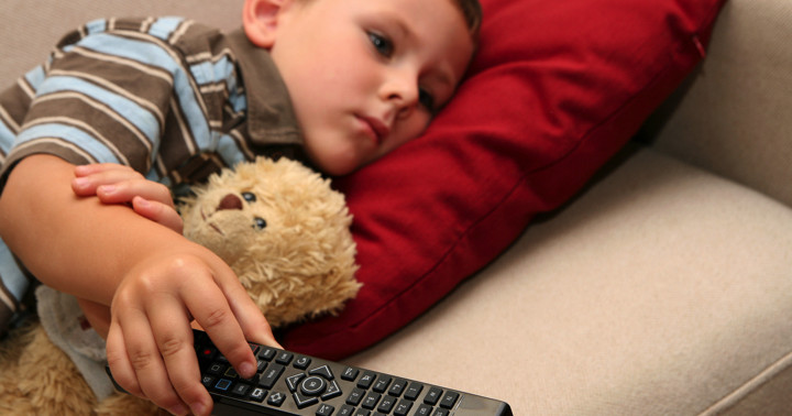テレビを1日1時間見る子どもは太りやすいの写真