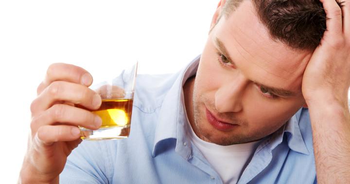 アルコール性肝障害があると自己免疫疾患を発症しやすい?アジソン病、炎症性腸疾患などに関連の写真