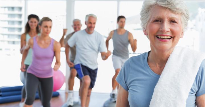 転倒予防バランストレーニングでけがを防止の写真