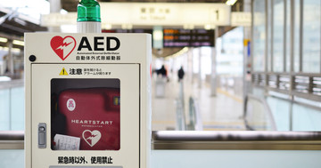 心臓マッサージとAEDの成果、日本で心停止からの回復は3%から8%に