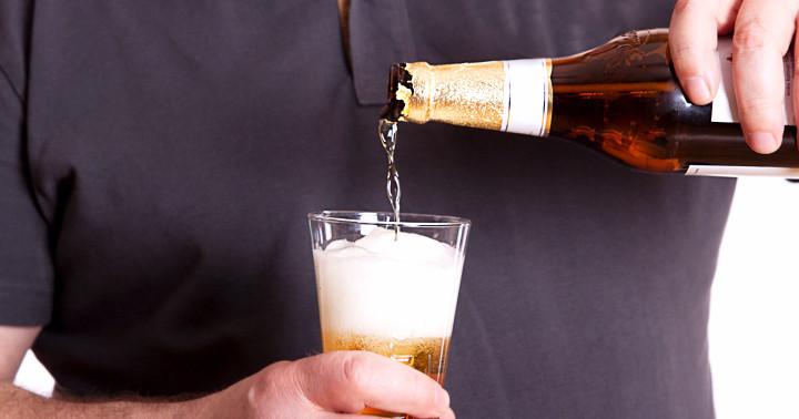 アルコールの過剰摂取と痛風の発生リスク増大は関連する の写真