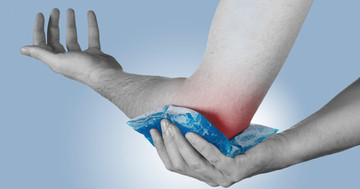 患部を冷やすことで肘関節解離術後の痛みを改善する治療法、クライオセラピー の写真
