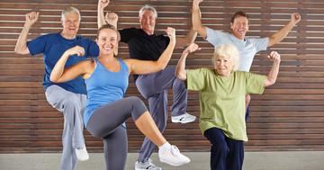 がんで疲労の症状が出ている人が、ダンスで身体機能改善 の写真