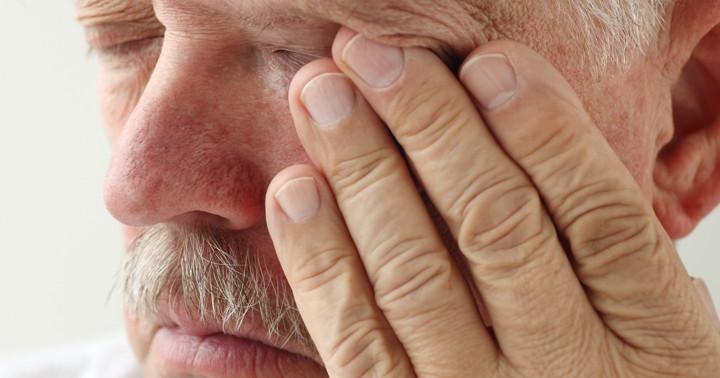 中心性網膜動脈閉塞症の治療、線溶療法とその他の治療に効果はあるのか?の写真