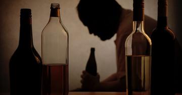 男性の多量飲酒はくも膜下出血のリスクを4倍に、さらに高血圧があると13倍に の写真