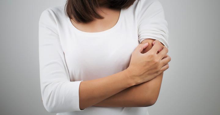ただの食塩水でかゆみが出る「ノセボ効果」とは?アトピー性皮膚炎との関係の写真