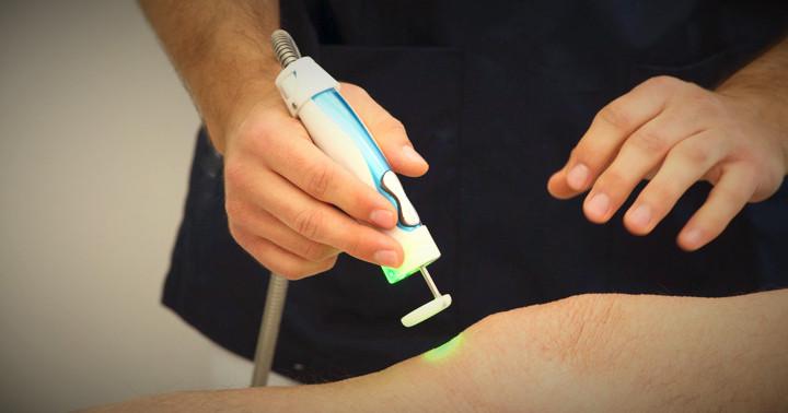 変形性膝関節症の痛みにはツボにレーザーをあてるとよい?の写真