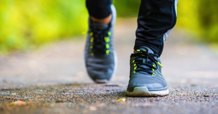 脳卒中患者は他人の歩行を観察すると歩きが早くなる?の写真
