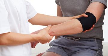 テニス肘の痛み改善に、より有効な筋力トレーニング法