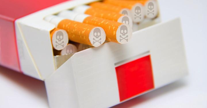 喫煙すると脳卒中になるリスクは、男性で1.39倍、女性で1.65倍 の写真