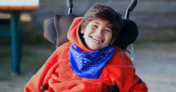 脳性麻痺の子どもを治療、ロボットセラピーで手がよく動くようにの写真