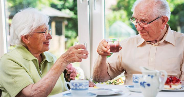 食前に水を飲むダイエット、効果はあるのか?の写真