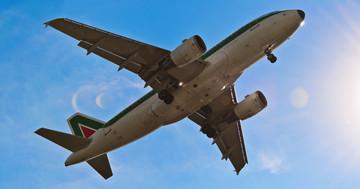 インフルエンザ感染の拡大は飛行機旅行と関係がある!? の写真