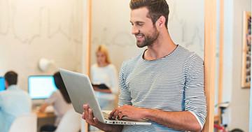 労働環境を変えると座り仕事の時間が減る、立ち座り職場の有効性 の写真