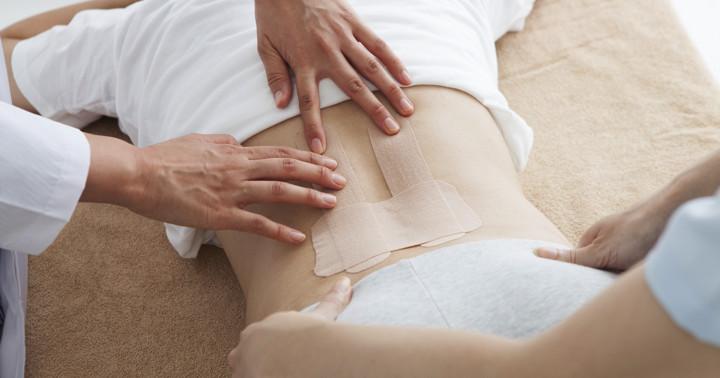 ぎっくり腰の痛みにキネシオテーピングが有効?の写真