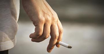 喫煙している人は坐骨神経痛を発症しやすいかもしれない の写真
