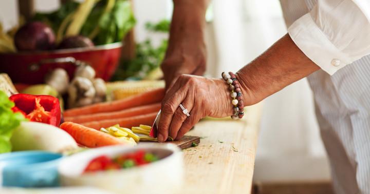 目が見えにくくなる加齢黄斑変性の予防に有効な野菜は? の写真