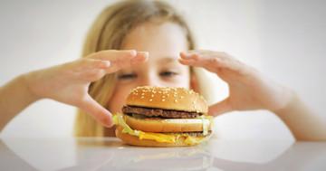 ファストフード店でカロリー表示、子どもの肥満予防になるか? の写真