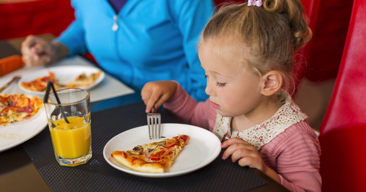 子どもの食習慣は親と友達に影響されていたの写真