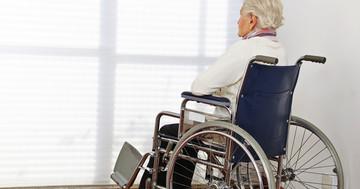 大腿骨骨折の退院後に元いた家に戻れないリスクが高い人は? の写真